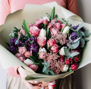 Chic Bouquets That Will Make You Rethink Classic Roses