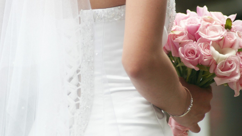 Wedding flowers: 8 Blooming Beautiful Buttonholes